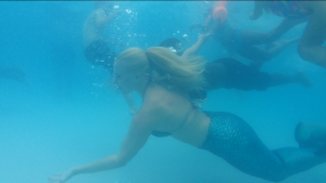 mermaid melissa swimming with children underwater